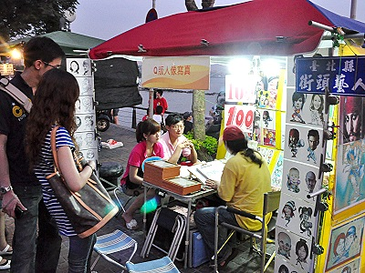 Danshui Street Artists' Shows – Singing, Puppet Show and Portraiture